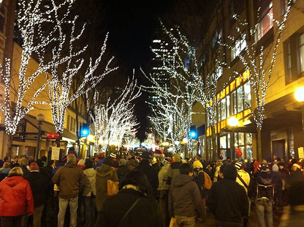 Tips to Walk Safely in Crowds During This Busy Holiday Season