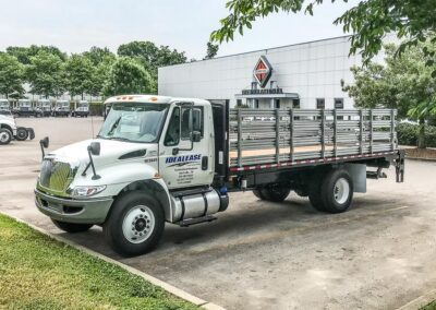 International 4300 20FT Stakebed